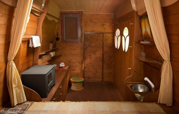 dipa-vasudeva-das-work-van-to-tiny-cabin-conversion-diy-motorhome-004