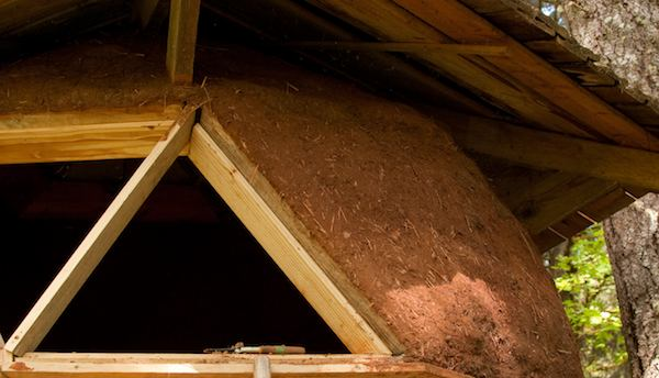 Earthen Plaster Used in Tiny Dome Home to Insulate and Protect