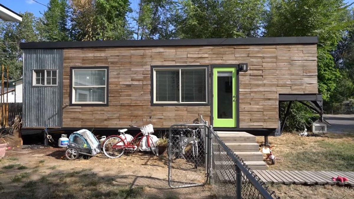 Family of 5 living in 232 sq ft tiny house on wheels - Theusd tiny house freedom onsquare feet ...