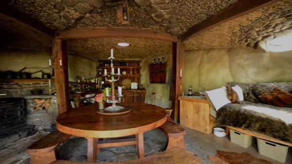 hobbit-like-cave-home-built-in-hillside-003