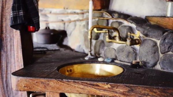 hobbit-like-cave-home-built-in-hillside-011