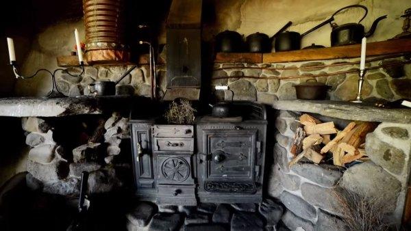 hobbit-like-cave-home-built-in-hillside-012