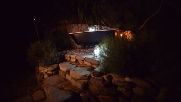 hobbit-like-cave-home-built-in-hillside-014