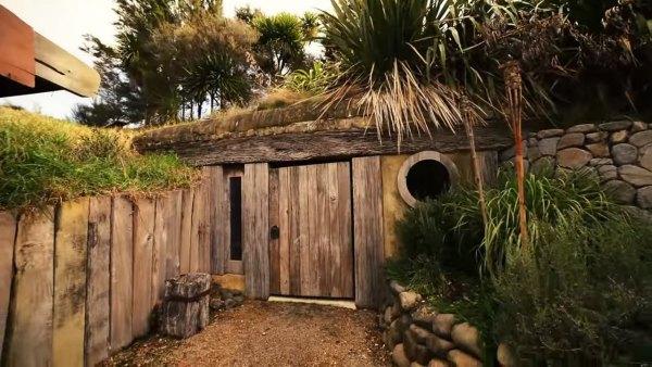 hobbit-like-cave-home-built-in-hillside-015