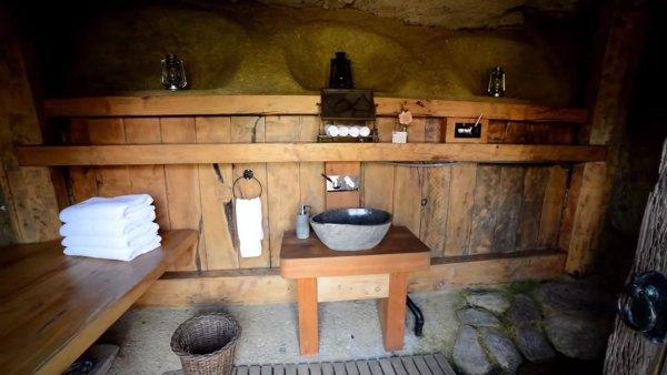 hobbit-like-cave-home-built-in-hillside-016
