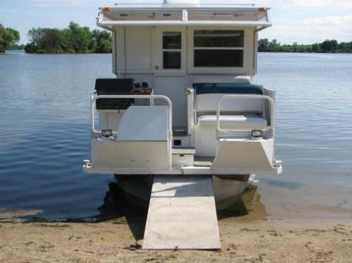 houseboat-docked