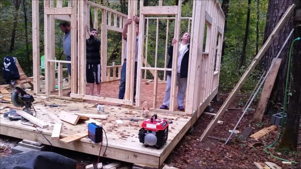 how-to-build-your-own-tiny-cabin-006