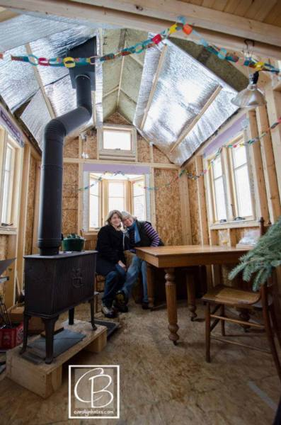just-married-tiny-house-03