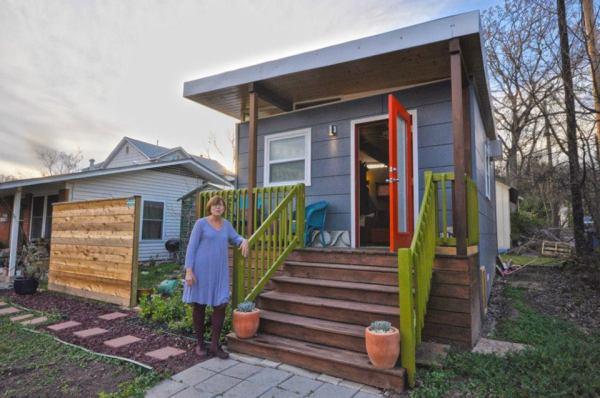 kanga-280-sq-ft-tiny-home-in-the-city-02