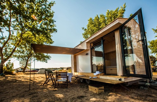 Family Designs/Builds Amazing Tiny Vacation House