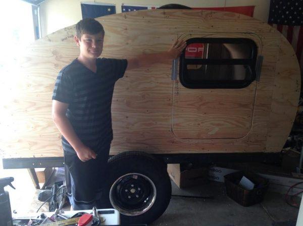 man-builds-diy-teardrop-camper-for-3k-in-3-months-03