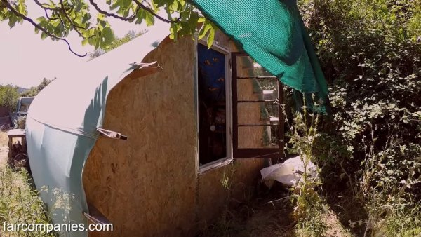 man-builds-tiny-cabin-using-OSD-004