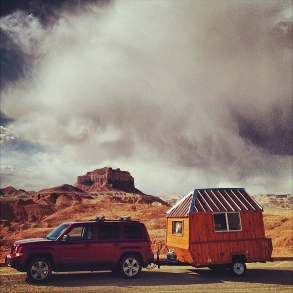 man-converts-pop-up-camper-into-diy-micro-cabin-on-wheels-0001