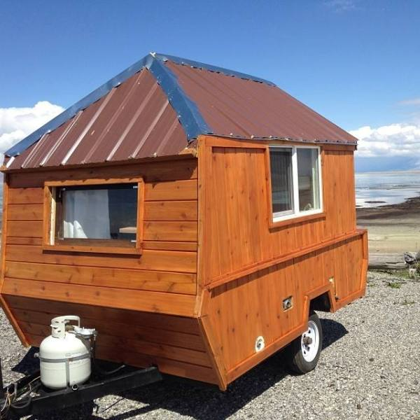man-converts-pop-up-camper-into-diy-micro-cabin-on-wheels-0002