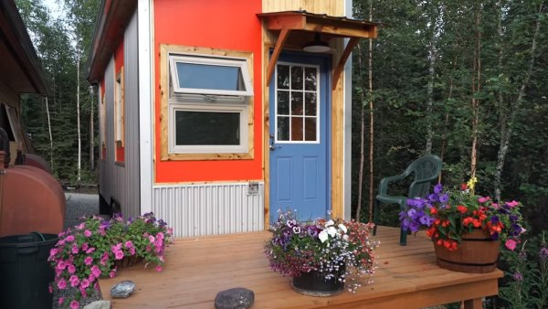 marks-modern-tiny-house-on-wheels-alaska-001
