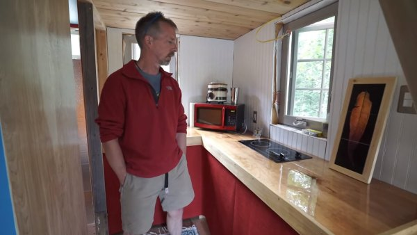 marks-modern-tiny-house-on-wheels-alaska-008
