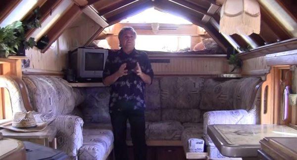 michael-ostaski-housetruck-tiny-house-02