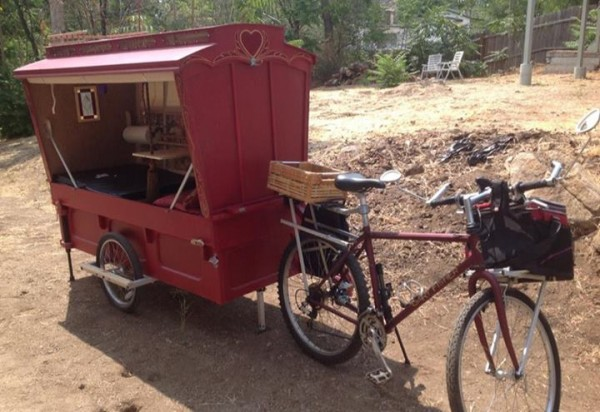 micro gypsy wagon for bicycles 05 600x412   Micro Gypsy Wagon That You Can Tow by Bicycle
