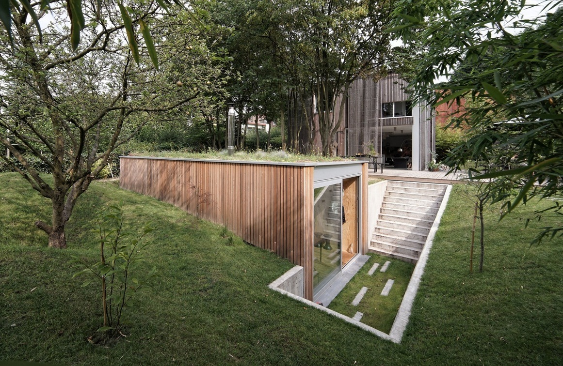 301 Sq. Ft. Modern Backyard Office with Green Roof on Contemporary Backyard  id=49732