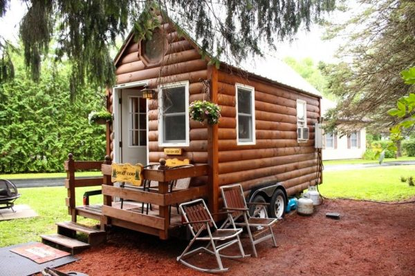 mother-daughter-live-in-tiny-house-for-3-days-and-survive-01