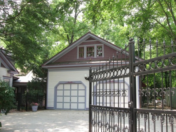 natashas-suite-historic-garage-to-little-house-carriage-home-conversion-0002