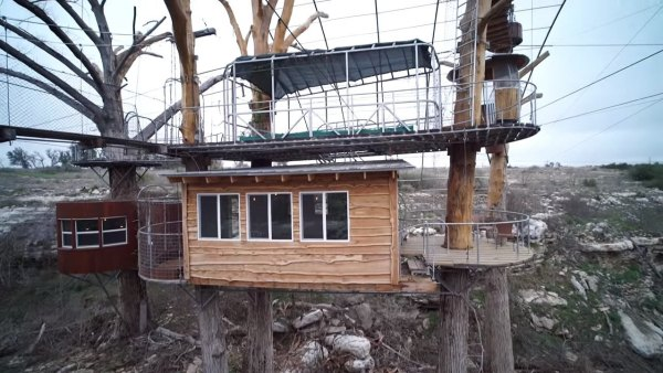 nest-tree-house-in-cypress-valley-004