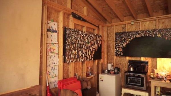 off-grid-camper-trailer-treehouse-018