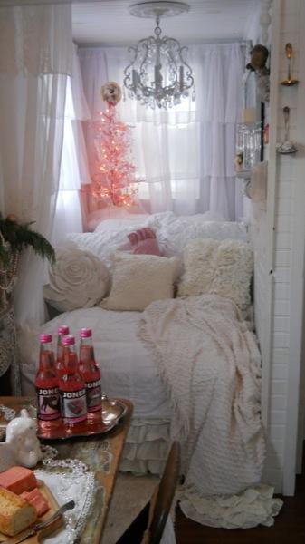 Tonita's Pink Christmas Tiny House (14)
