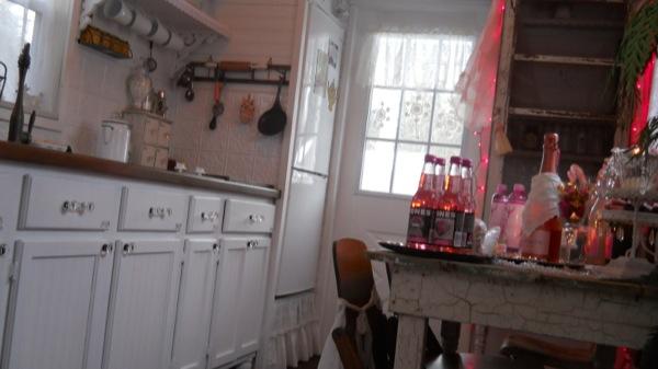 Tonita's Pink Christmas Tiny House (16)
