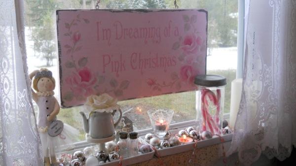 Tonita's Pink Christmas Tiny House (19)