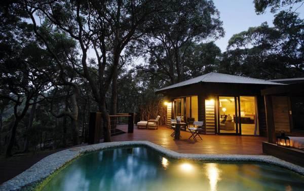 poolside-tiny-cabin-in-australia-resort-004