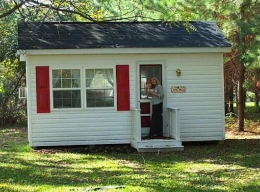 Really Small House -- TINY!