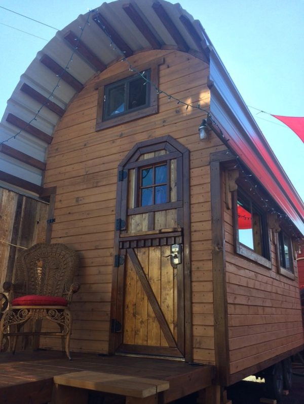 roly-poly-80-sq-ft-tiny-house-vacation-portland-oregon-001