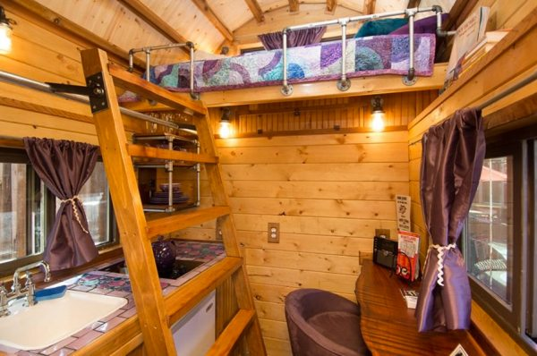 roly-poly-80-sq-ft-tiny-house-vacation-portland-oregon-003
