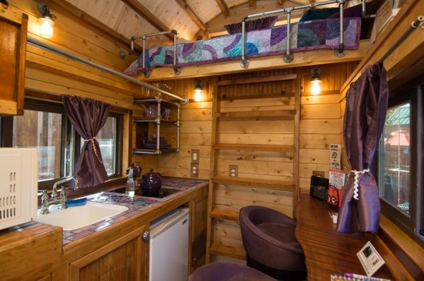 roly-poly-80-sq-ft-tiny-house-vacation-portland-oregon-004