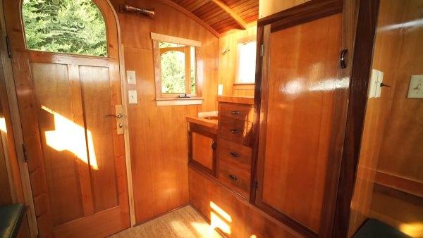 russ-gypsy-wagon-tiny-house-007