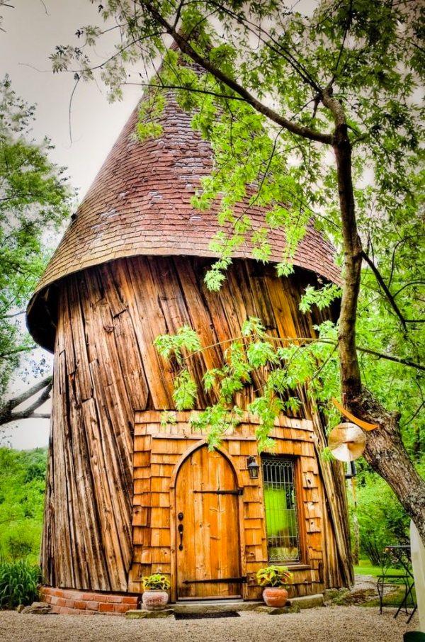 santarella-tiny-silo-cabin-in-tyringham-001