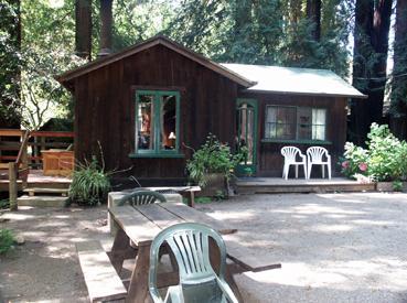 small-cabin-4-2