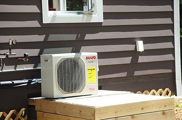 Small and Efficient Air Conditioning System