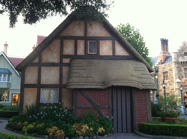 Small House in Epcot 3