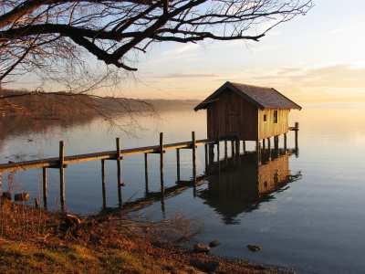 small-house-on-the-lake