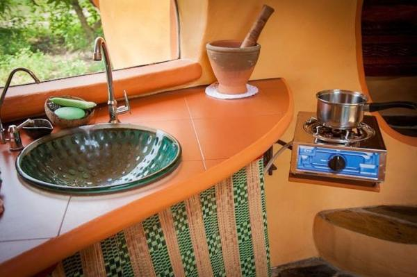 steve-areen-tiny-dome-home-in-thailand-006