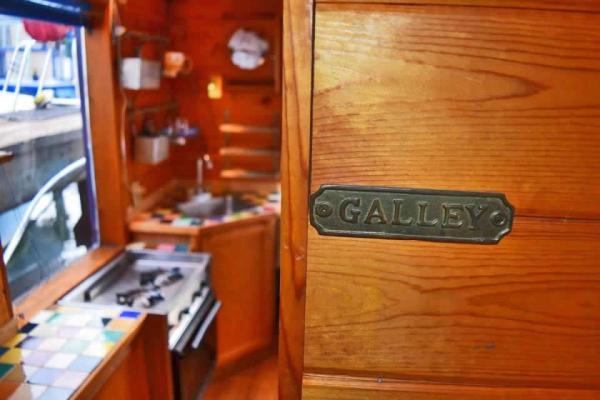 tao-tiny-houseboat-lake-union-smallhousebliss-004