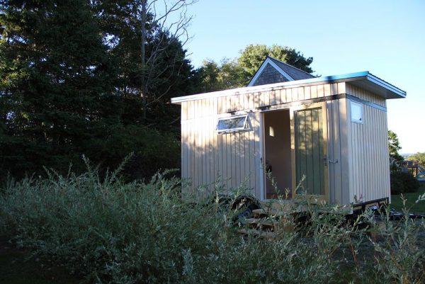 the-birdhouse-tiny-house-on-wheels-by-full-moon-tiny-shelters-001
