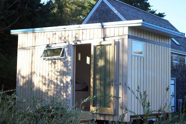 the-birdhouse-tiny-house-on-wheels-by-full-moon-tiny-shelters-008