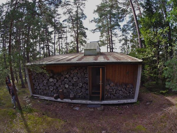 the-box-215-sq-ft-tiny-cabin-by-ralph-erskine-008