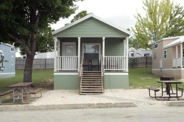 the-comal-750-sqft-2-bedroom-cottage-sleeps-eight-001