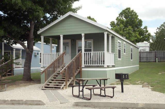 the comal 750 sq ft 2 bedroom cottage that sleeps eight. Black Bedroom Furniture Sets. Home Design Ideas