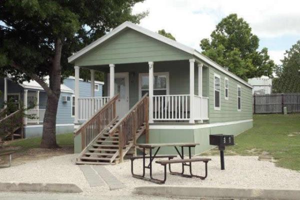 the-comal-750-sqft-2-bedroom-cottage-sleeps-eight-010