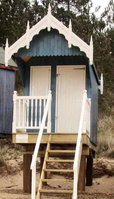 tiny-beach-hut-1